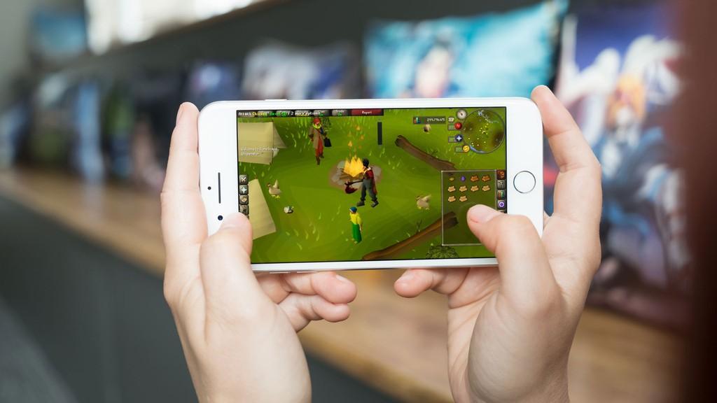 UBND TP.HCM đề xuất đánh thuế tiêu thụ đặc biệt với điện thoại di động, camera, nước hoa, mỹ phẩm, dịch vụ kinh doanh game, dịch vụ thẩm mỹ. Ảnh: Hằng Hà