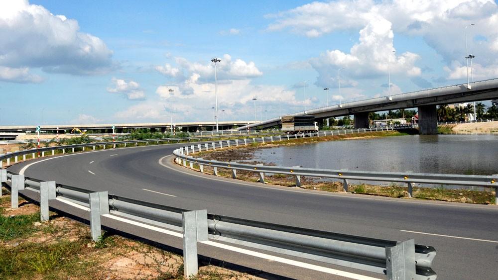 Đường Vành đai 2 có ý nghĩa quan trọng trong việc hoàn thiện mạng kết nối giao thông cho TP.HCM. Ảnh: Phú An