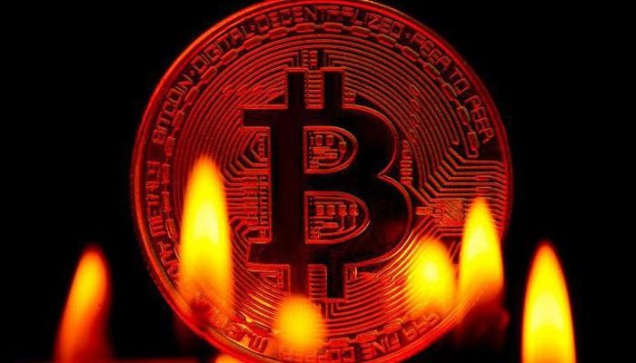Cú sụt giá ngày 17/5 diễn ra sau 3 ngày giá Bitcoin giữ mốc 8.000 USD - Ảnh: Getty/CNBC.