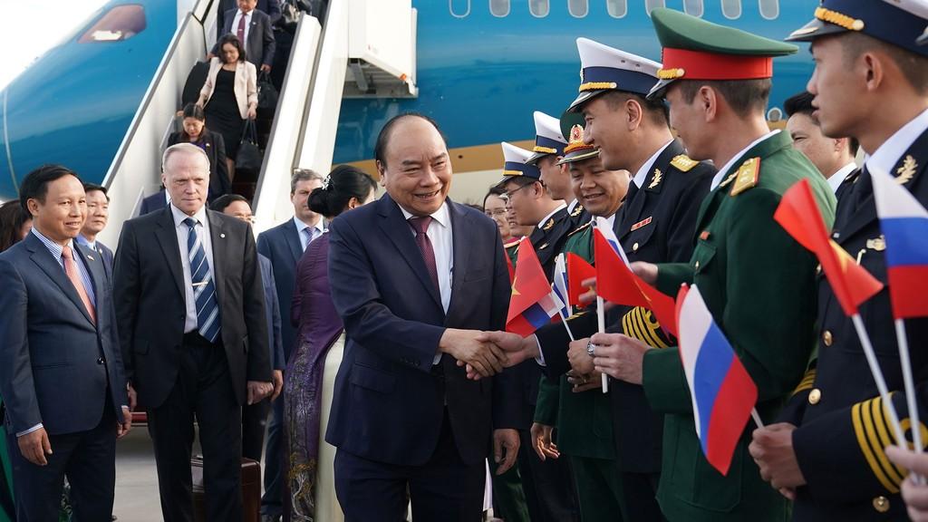 Thủ tướng Nguyễn Xuân Phúc và Phu nhân cùng Đoàn cấp cao Việt Nam tại sân bay Pulkovo 1, TP. Saint Petersburg (Liên bang Nga). Ảnh: Hiếu Nguyễn