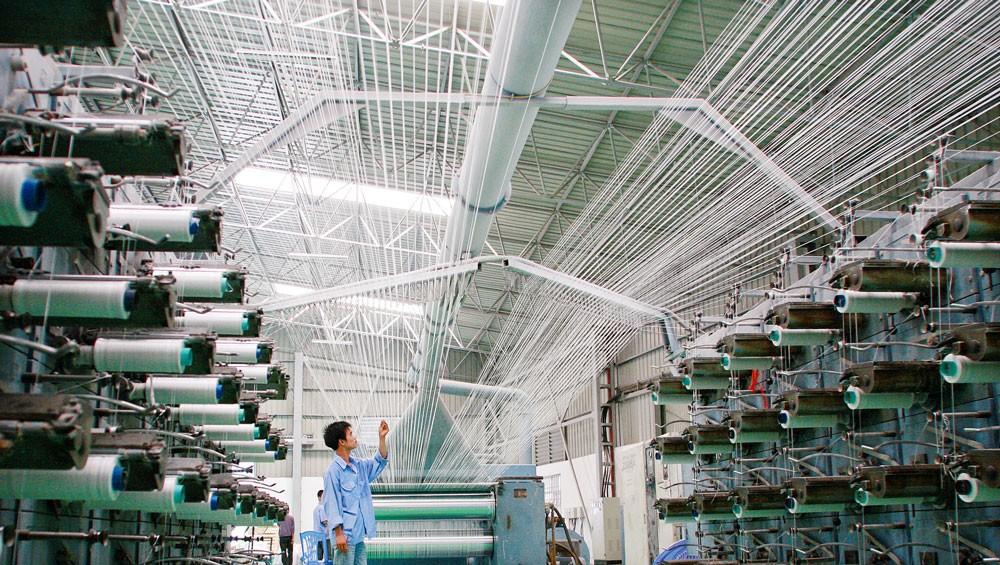 Doanh nghiệp trong nước đang dần cải thiện năng lực xuất khẩu, dù tốc độ còn khá chậm và cơ cấu hàng hoá chưa chuyển biến mạnh mẽ. Ảnh: Tường Lâm
