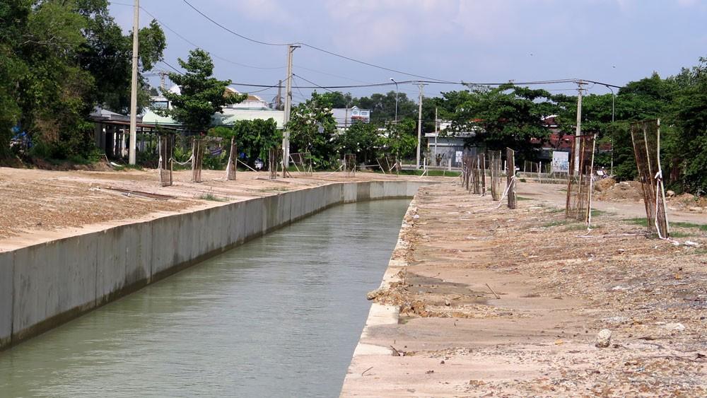 Gói thầu số 28 thuộc Dự án Nâng cấp hệ thống thủy lợi kênh Đông Củ Chi đã được khởi công vào tháng 10/2018. Ảnh: Văn Huyền