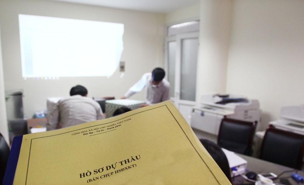Một loạt gói thầu do Công ty TNHH Thuận Duy trúng thầu tại huyện Kiến Xương (Thái Bình) đều có 2/3 nhà thầu nộp HSDT không hợp lệ. Ảnh: Tường Lâm