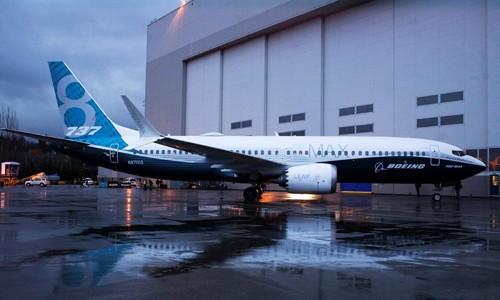 Một máy bay 737 Max 8 trước nhà máy tại Renton (Mỹ) của Boeing. Ảnh:Reuters