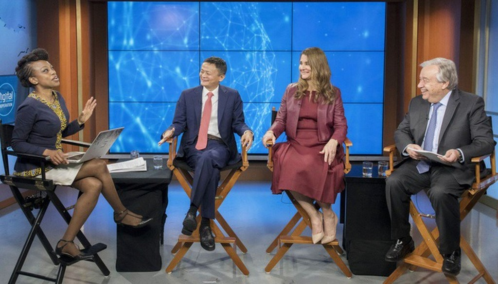 Từ trái sang phải: người dẫn chương trình Femi Oke, Jack Ma, Melinda Gates và Tổng thư ký Liên Hợp Quốc António Guterres trong cuộc thảo luận được phát trực tiếp tại trụ sở của Liên Hợp Quốc - Ảnh: AP.