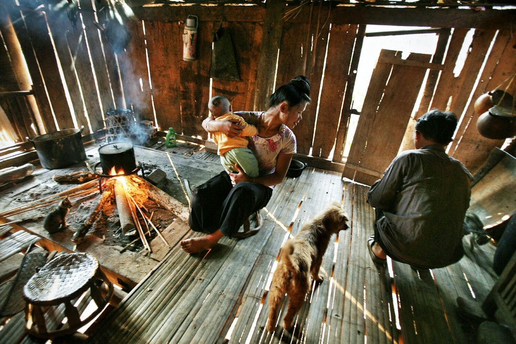 """Chó cộc đuôi luôn được coi là """"vật quý"""" của nhiều gia đình đồng bào dân tộc. Ảnh: Nguyễn Việt Thanh"""