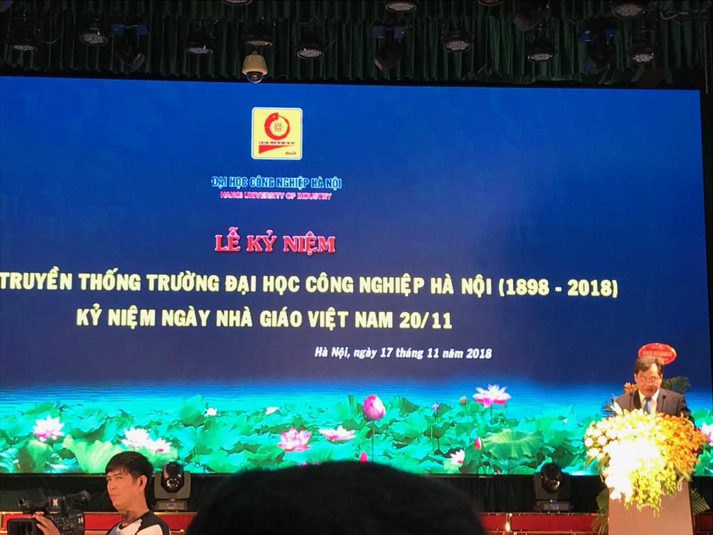 PGS.TS Trần Đức Quý -Hiệu trưởng trường Đại học Công nghiệp Hà Nội phát biểu tại Lễ kỷ niệm 120 năm Ngày truyền thống Nhà trường.  Ảnh: Hoàng Việt