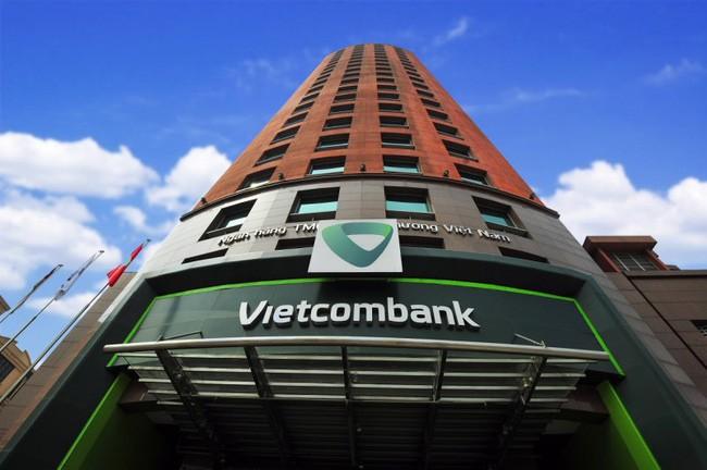 Lợi nhuận của Vietcombank có thể giảm 450 tỷ đồng sau quyết định giảm lãi suất cho vay. Ảnh: Internet