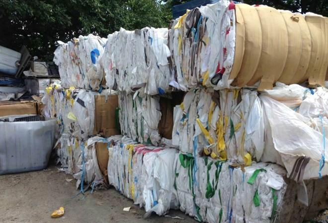 Còn tồn đọng hơn 24.000 container phế liệu nhập khẩu tại các cảng biển. Ảnh minh họa: Internet