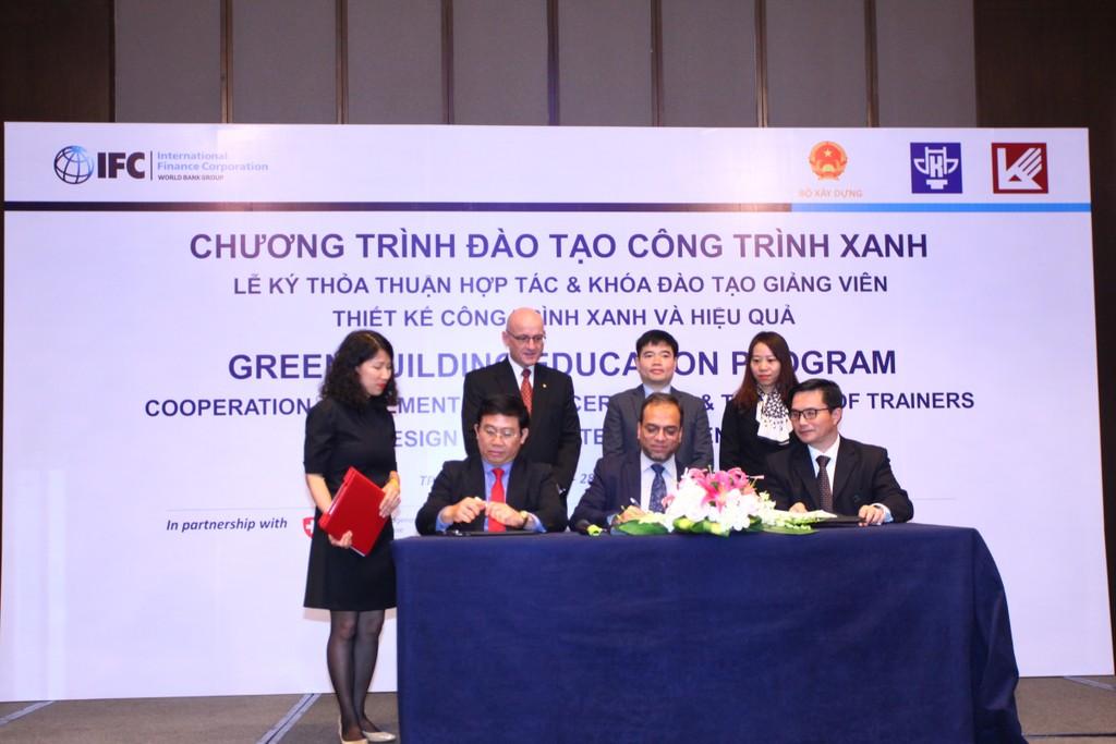 Lễ ký kết thỏa thuận hợp tác giữa IFC với Đại học Kiến trúc Hà Nội và Đại học Kiến trúc TP.HCM