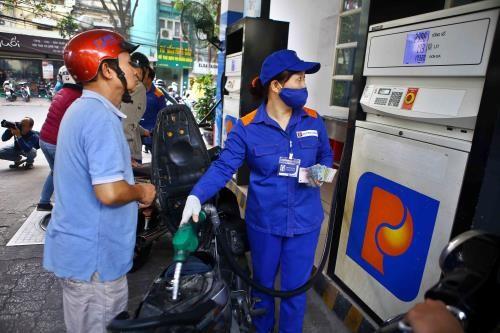 Phó Thủ tướng yêu cầu Bộ Công Thương chủ động nắm bắt thông tin về diễn biến giá thế giới để có phương án điều hành giá xăng dầu phù hợp (ảnh internet)