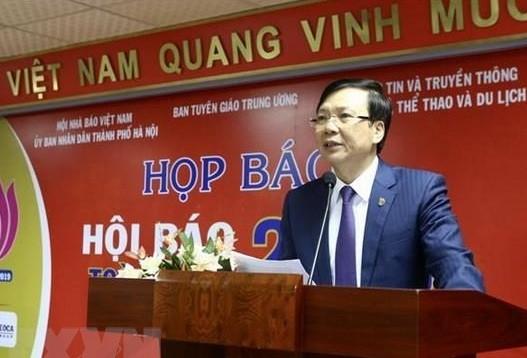 Ông Hồ Quang Lợi - Phó Chủ tịch Thường trực Hội Nhà báo Việt Nam phát biểu tại Họp báo về Hội báo toàn quốc năm 2019