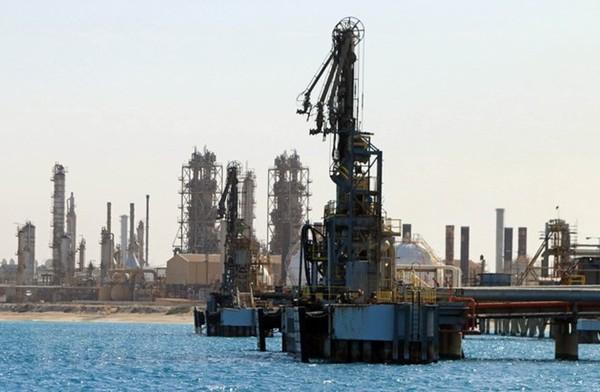 Cơ sở khai thác dầu tại thị trấn al-Buraqah thuộc Libya. (Ảnh: AFP/TTXVN)