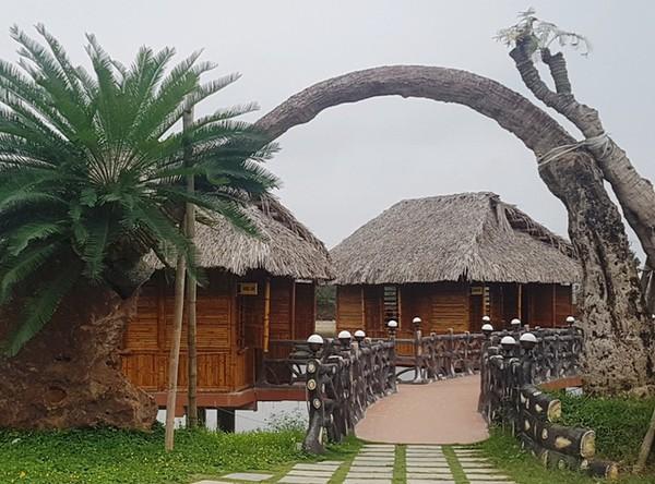 Đường vào Làng ẩm thực xứ Thanh trong khu trang trại kinh tế tổng hợp cá - lúa