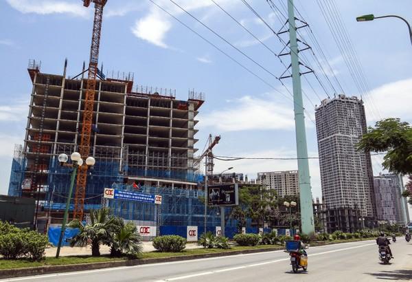 Usilk City là dự án do Công ty Cổ phần Sông Đà Thăng Long làm chủ đầu tư, nằm ngay trên tuyền đường Lê Văn Lương kéo dài và được khởi công từ năm 2008, gồm 9 khối nhà chung cư cao tầng với 2.800 căn hộ chung cư cao cấp, cùng hàng loạt hệ thống công trình