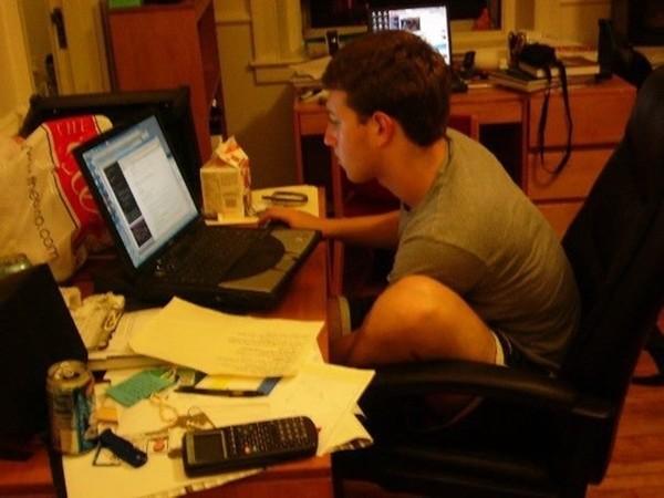 Mark Zuckerberg đã giúp Facebook thống trị thế giới thế nào hình 2