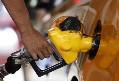 Giá dầu Brent sắp chạm mốc 80 USD/thùng. Ảnh: reuters