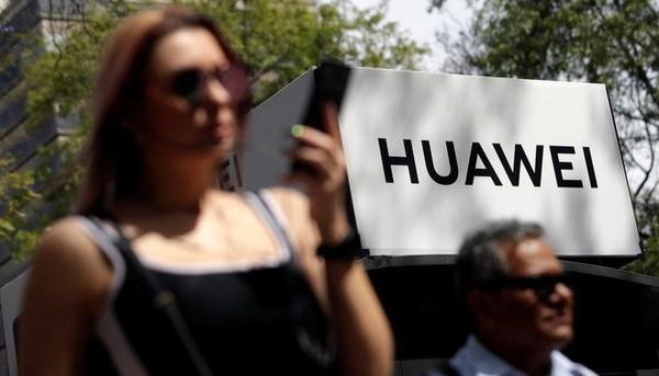 Huawei tiếp tục đương đầu vói sức ép từ những cáo buộc của Mỹ - Ảnh: Reuters.