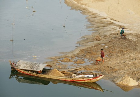 Ngăn chặn khai thác cát trái phép trên sông Krông Nô