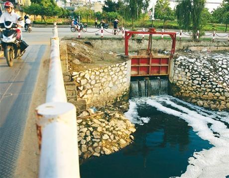 IMG  Duy trì hệ thống xử lý nước thải đô thị là một trong các loại dịch vụ công ích được đề cập tại Dự thảo Thông tư hướng dẫn xác định và quản lý chi phí dịch vụ công ích đô thị. Ảnh: Tiên Giang