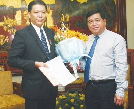 Bộ KH&ĐT trao Kỷ niệm chương  cho Tham tán Đại sứ quán Nhật Bản
