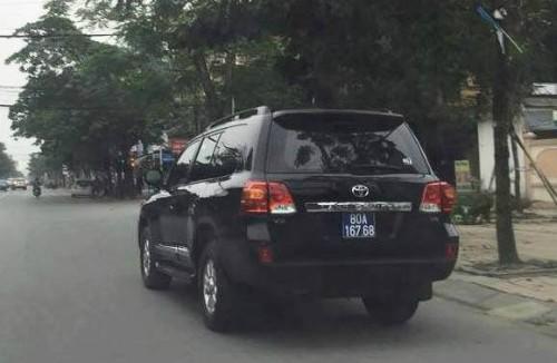 Một trong hai chiếc ôtô mà Nghệ An bán đấu giá.