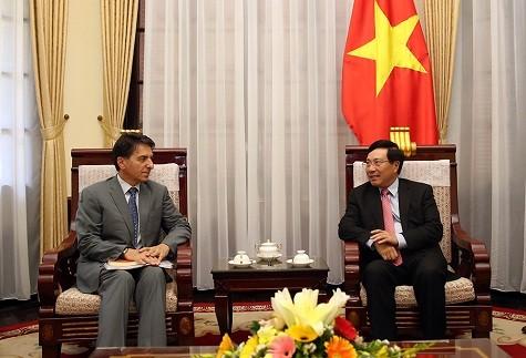 Phó Thủ tướng Phạm Bình Minh tiếp Đại sứ Hy Lạp Ioannis E. Raptakis - Ảnh: VGP