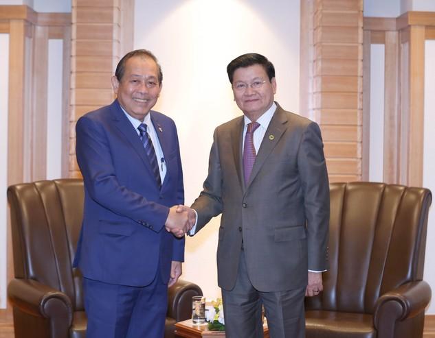 Phó Thủ tường Thường trực Trương Hoà Bình và Thủ tướng Lào Thongloun Sisoulith - Ảnh: VGP
