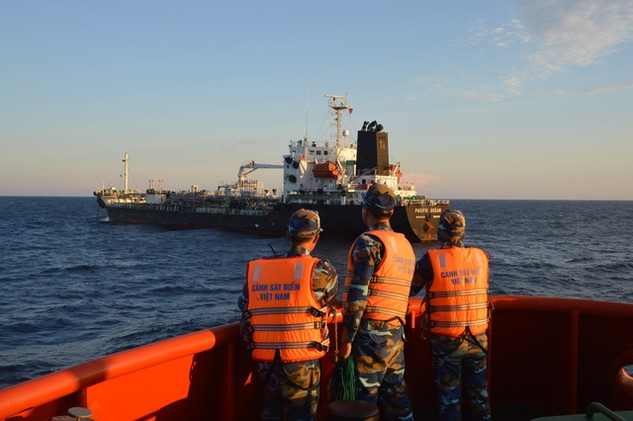 Bộ Tư lệnh Vùng Cảnh sát biển 2 dẫn giải tàu Pacipic Ocean về xử lý
