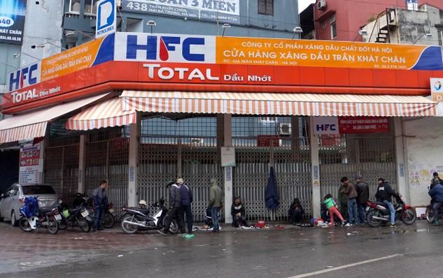 Tại Cửa hàng xăng dầu Trần Khát Chân (Hai Bà Trưng, Hà Nội), 3 cột bơm xăng đã bị gắn chíp điện tử nhằm làm giảm lượng xăng thực tế bơm cho khách hàng. Ảnh: Ngọc Thắng