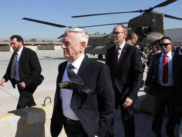 Bộ trưởng Quốc phòng Mỹ James Mattis đến Baghdad, Iraq, hôm 20/2. Ảnh:Reuters