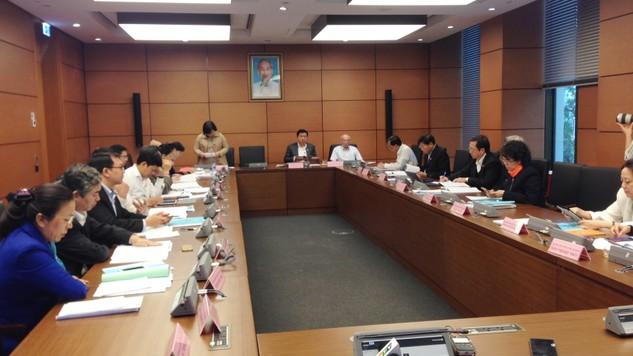 Buổi họp Tổ của Đoàn TP.HCM bàn về Dự thảo Luật Hỗ trợ DNNVV  Ảnh: Trần Tuyết