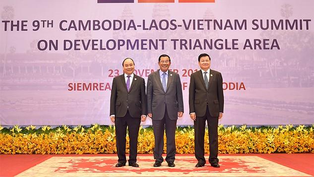 Thủ tướng ba nước Campuchia, Lào và Việt Nam dự Hội nghị cấp cao CLV 9  Ảnh: VGP