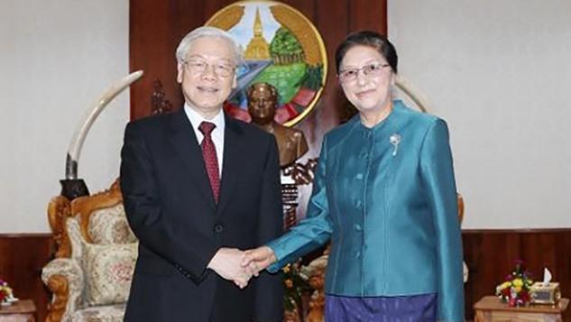 Tổng Bí thư Nguyễn Phú Trọng hội kiến Chủ tịch Quốc hội Lào. Ảnh: TTXVN
