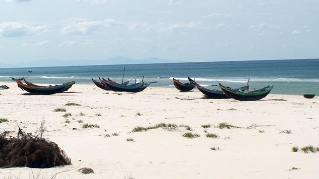 Duy trì quan trắc nước biển ven bờ 4 tỉnh miền Trung