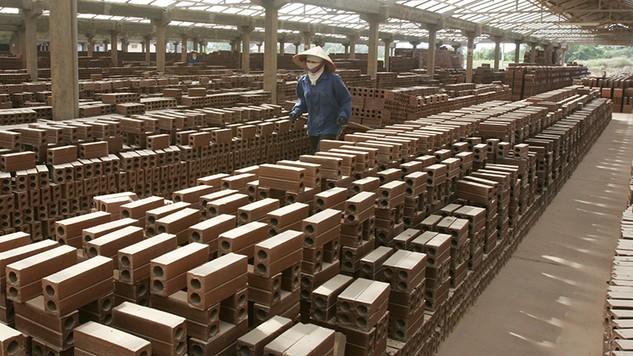 Theo Bộ Xây dựng, định mức sử dụng vật liệu trong xây dựng là định mức kinh tế - kỹ thuật quy định về mức hao phí của từng loại vật liệu để cấu thành nên một đơn vị khối lượng công tác xây dựng. Ảnh: Tường Lâm