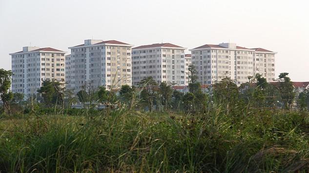 Theo chỉ đạo của Phó Thủ tướng, thay vì phải dành ra 20% diện tích đất để xây nhà ở xã hội, chủ đầu tư một số dự án bất động sản được phép nộp bằng tiền theo giá đất đối với quỹ nhà ở xã hội. Ảnh: Tường Lâm