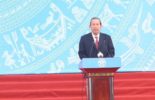 Phó Thủ tướng Thường trực Chính phủ Trương Hòa Bình phát biểu chỉ đạo tại lễ ra quân phát động Năm ATGT năm 2017. Ảnh: VGP