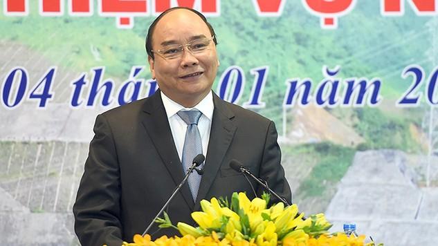 Thủ tướng Nguyễn Xuân Phúc dự Hội nghị tổng kết công tác năm 2016 và triển khai nhiệm vụ năm 2017 của EVN. Ảnh: VGP