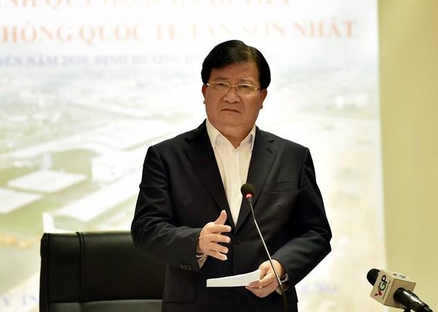 Phó Thủ tướng Trình Đình Dũng yêu cầu hoàn thiện các phương án quy hoạch sân bay Tân Sơn Nhất một cách khách quan, khoa học nhất. Ảnh: VGP