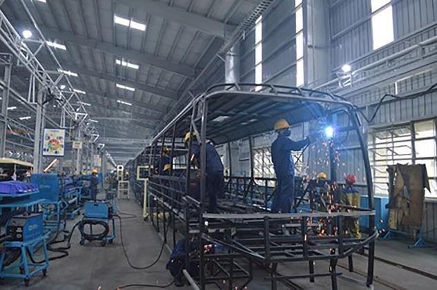 Nhà máy sản xuất xe bus của Công ty đã trở lại sản xuất bình thường. Ảnh: VGP