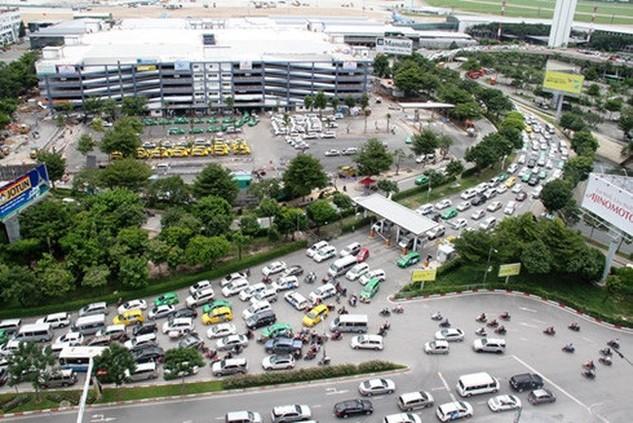 Sở GTVT TPHCM điều chỉnh lại giao thông khu vực cửa ngõ sân bay Tân Sơn Nhất để phục vụ việc xây cầu vượt thép. Ảnh: VOV