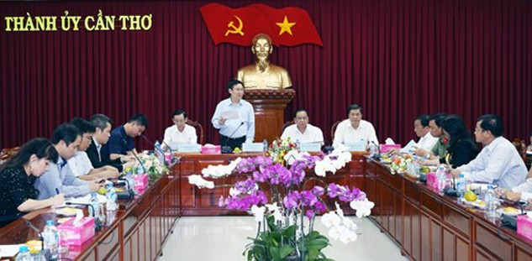 Phó Thủ tướng đề nghị Cần Thơ phối hợp với các bộ ngành liên quan để bổ sung, hoàn thiện các quy hoạch phát triển kinh tế, nhất là lĩnh vực du lịch. Ảnh: VGP