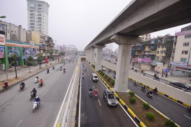 Sớm đưa hai tuyến đường sắt đô thị Cát Linh - Hà Đông và Nhổn - ga Hà Nội vào hoạt động, góp phần giảm ùn tắc giao thông trên địa bàn TP. Ảnh: Tường Lâm