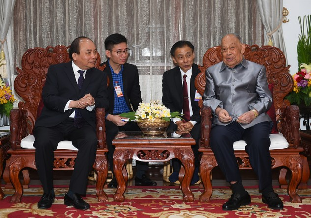 Thủ tướng Nguyễn Xuân Phúc và đồng chí Khamtay Siphandone, nguyên Chủ tịch Đảng, nguyên Chủ tịch nước Lào. Ảnh: VGP