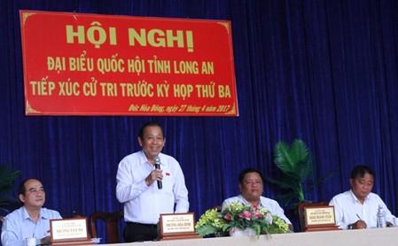 Phó Thủ tướng Thường trực phát biểu với cử tri huyện Đức Hòa. Ảnh: VGP