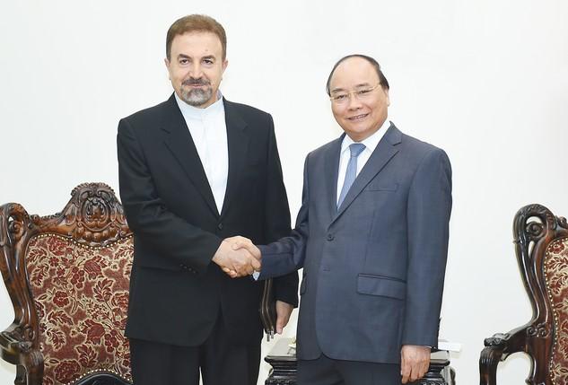 Thủ tướng Nguyễn Xuân Phúc tiếp Đại sứ đặc mệnh toàn quyền Cộng hòa Hồi giáo Iran Saleh Adibi. Ảnh: VGP