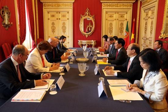Phó Thủ tướng, Bộ trưởng Ngoại giao Phạm Bình Minh hội đàm với Bộ trưởng Ngoại giao Bồ Đào Nha Augusto Santos Silva. Ảnh: BNG