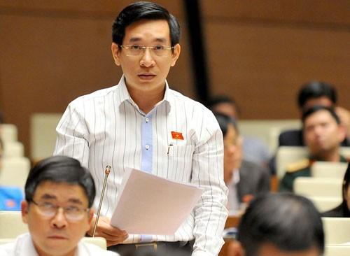 Đại biểu Nguyễn Văn Cảnh tiếp tục đề nghị đấu giá biển số xe. Ảnh: QH.