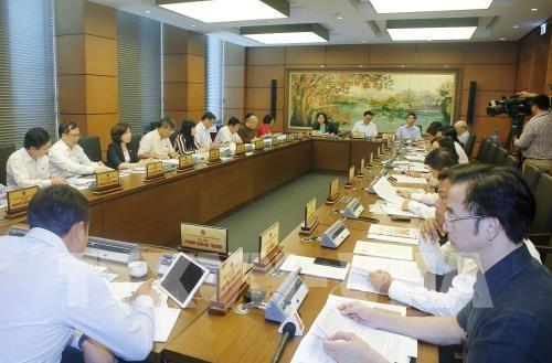 Đoàn đại biểu Quốc hội Thành phố Hà Nội thảo luận thảo luận về dự án Luật quản lý nợ công (sửa đổi); dự án Luật tố cáo (sửa đổi). Ảnh: TTXVN